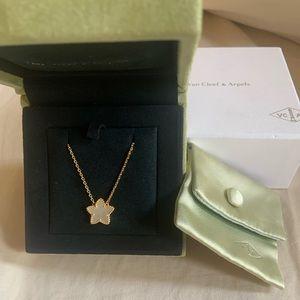 AUTHENTIC Van Cleef & Arpels necklace.
